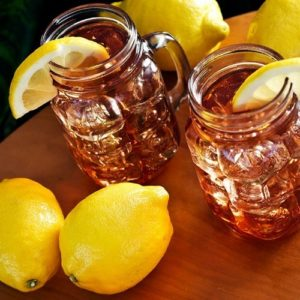 Sweet-Tea-With-Lemons